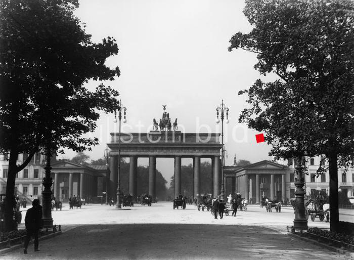 Berlin Brandenburg Gate 1920, media number 00213449